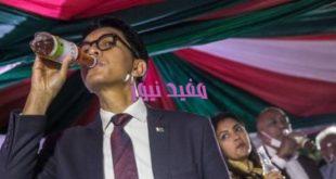 "20200422090736736 310x165 - رئيس مدغشقر يعلن اكتشاف ""شاى عشبى"" يشفى من كورنا خلال 7أيام.. ويجربه بنفسه"