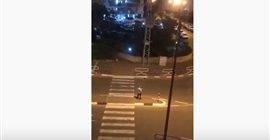 876 5 - شاهد.. صلاة يهودية في الشارع للتخلص من فيروس كورونا